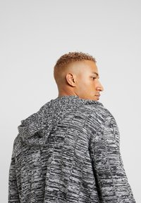 Kiez - HOODED SHAWL CARDIGAN - Vest - charcoal twisted yarn - 4