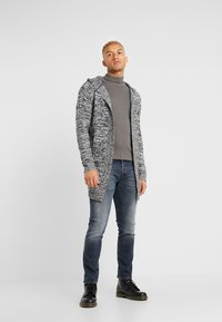 Kiez - HOODED SHAWL CARDIGAN - Vest - charcoal twisted yarn - 1