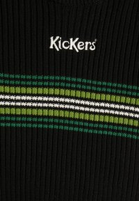 Kickers Classics - RINGER WITH TONAL CHEST STRIPE AND CENTRAL LOGO - T-shirt print - black/green - 2