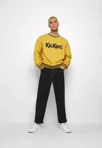 Kickers Classics - CLASSIC CARPENTER TROUSER - Džíny Relaxed Fit - black - 1