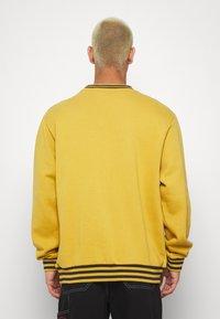 Kickers Classics - CLASSIC  - Sweatshirt - yellow - 2