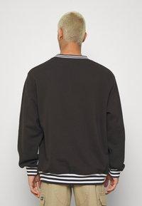 Kickers Classics - CLASSIC CREWNECK  - Sweatshirt - black - 2
