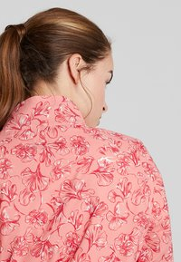 Kjus - WOMEN DEXTRA PRINTED - Training jacket - rosy blossom - 4
