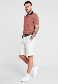 Kjus - MEN LUIS STRIPE - Polo - intensive peach - 1