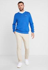 Kjus - MEN KIRK V-NECK  - Pullover - pacific blue melange - 1