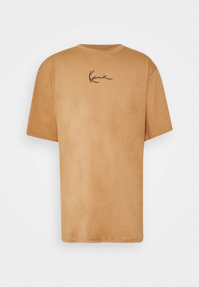 SMALL SIGNATURE TEE UNISEX - Print T-shirt - beige