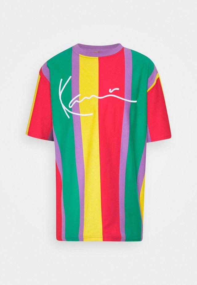 SIGNATURE STRIPE TEE UNISEX - T-shirt imprimé - purple