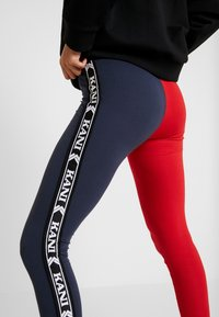 Karl Kani - KK TAPE - Legging - red/navy - 5