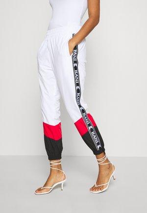TAPE BLOCK TRACK PANTS  - Joggebukse - white