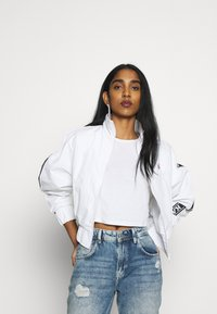 Karl Kani - TAPE JACKET - Bomberjacks - white/black - 0