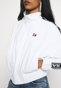 Karl Kani - TAPE JACKET - Bomberjacks - white/black - 4