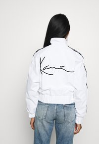Karl Kani - TAPE JACKET - Bomberjacks - white/black - 2
