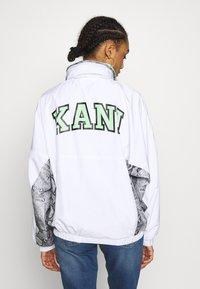 Karl Kani - RETRO SNAKE TRACKJACKET - Treningsjakke - white/black - 3