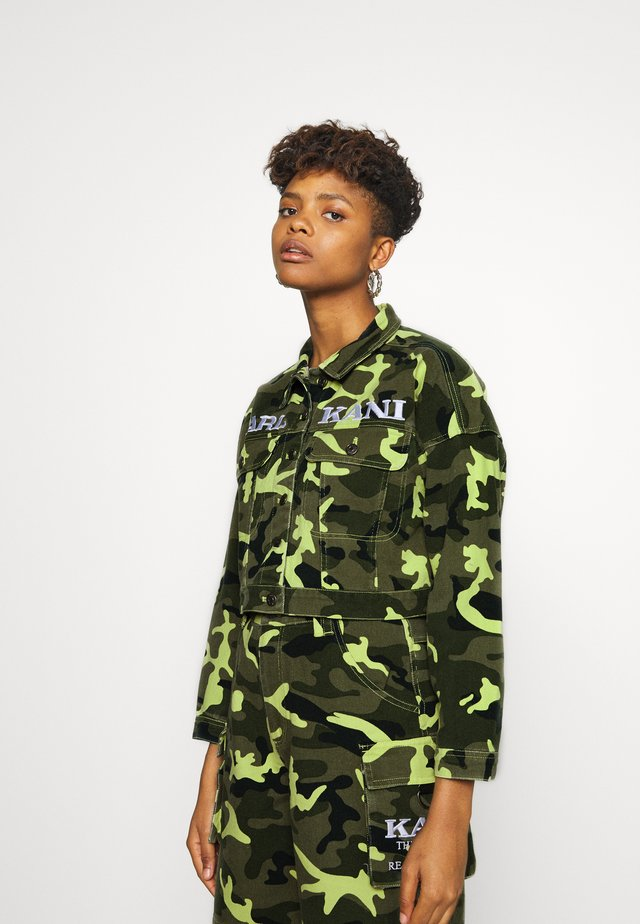 SHORT CAMO TRUCKER JACKET - Denim jacket - green