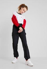 Karl Kani - RETRO BLOCK CREW - Sweatshirt - white/red/black - 1