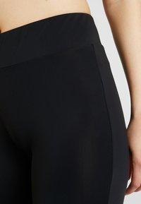 Karl Kani - OG CYCLE - Shorts - black - 6