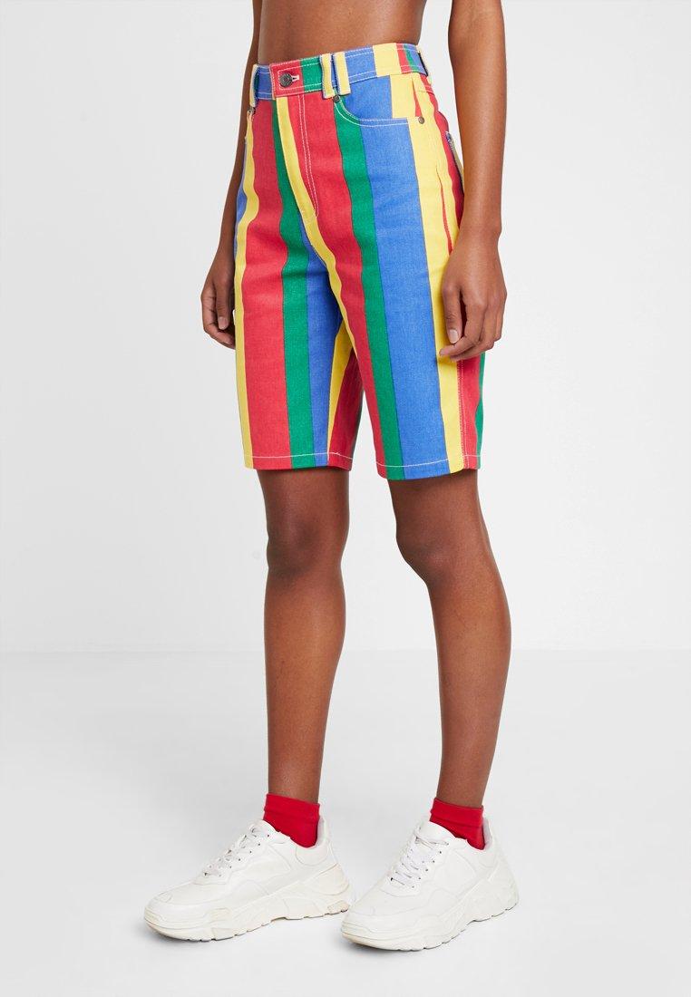 Karl Kani - SIGNATURE BERMUDA - Shorts - navy/red/yellow/green