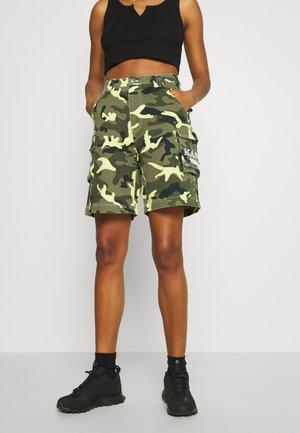 SIGNATURE CAMO - Denim shorts - green