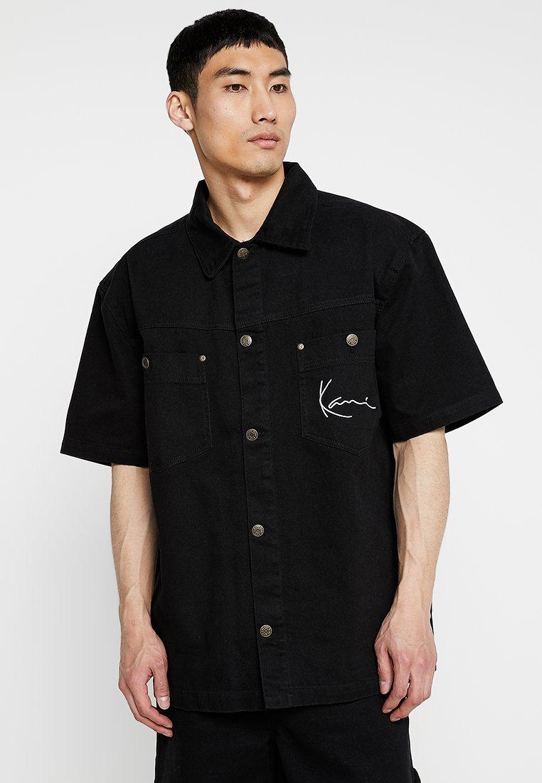 Karl Kani - SIGNATURE SHORTSLEEVE - Hemd - black