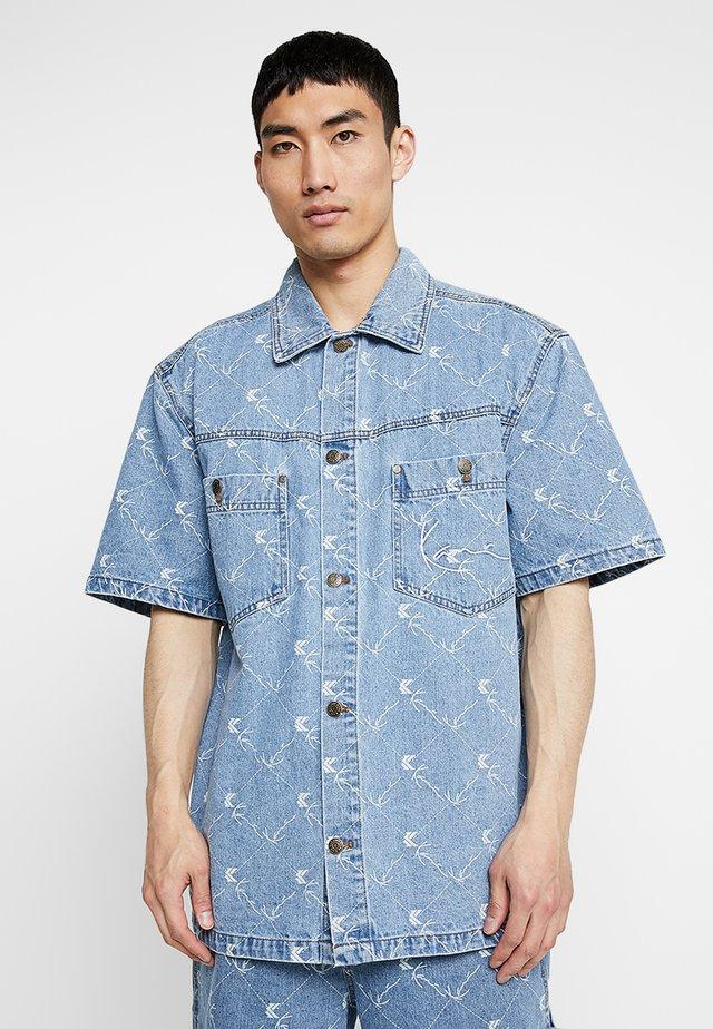 SIGNATURE SHORTSLEEVE - Shirt - denim/white