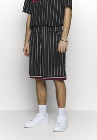 Karl Kani - SIGNATURE - Tracksuit bottoms - black/white/red - 0