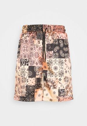 RESORT  - Shorts - coral