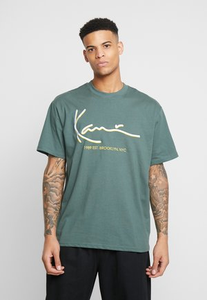 SIGNATURE TEE - Print T-shirt - green/yellow