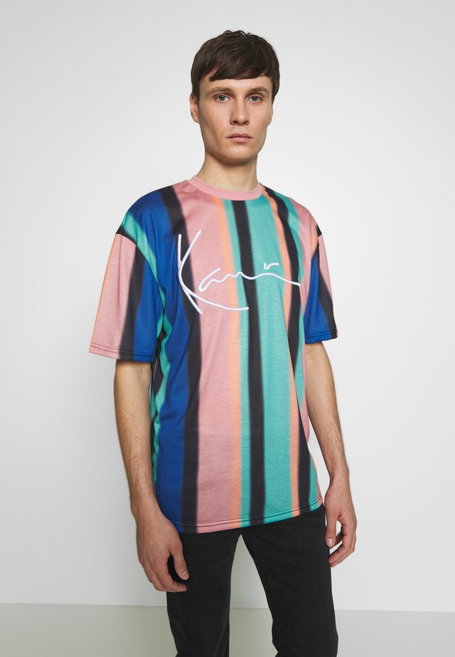 UNISEX SIGNATURE STRIPE TEE - T-shirt print - turquoise/black/blue/pink