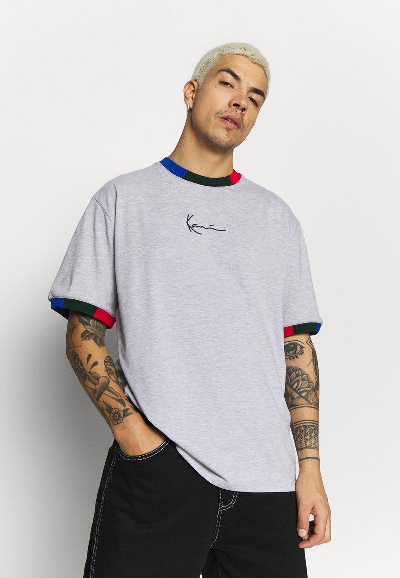 Karl Kani - SIGNATURE RINGER TEE - Print T-shirt - grey/navy/green/red