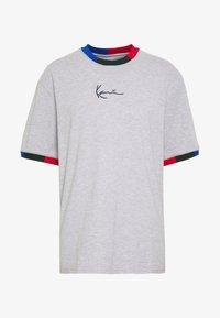Karl Kani - SIGNATURE RINGER TEE - Print T-shirt - grey/navy/green/red - 5