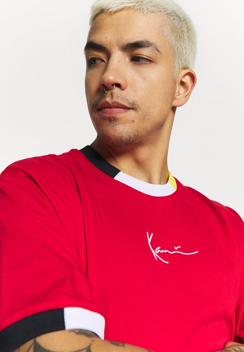 Karl Kani SIGNATURE RINGER TEE - T-shirts med print - red/navy/grey/yellow