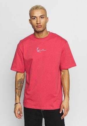 UNISEX SIGNATURE TEE - Print T-shirt - red