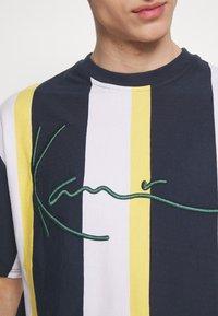Karl Kani - UNISEX SIGNATURE STRIPE TEE - T-Shirt print - navy - 4