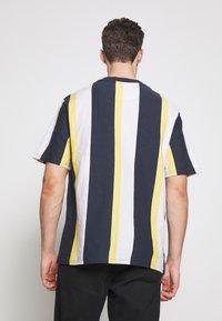 Karl Kani - UNISEX SIGNATURE STRIPE TEE - T-Shirt print - navy - 2