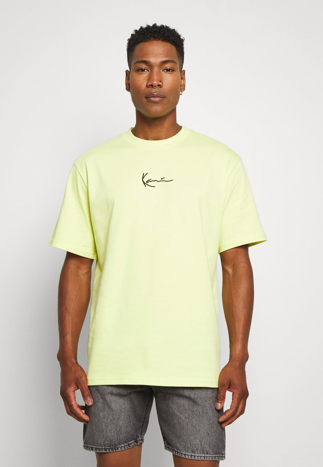 SMALL SIGNATURE TEE  - T-shirts - yellow