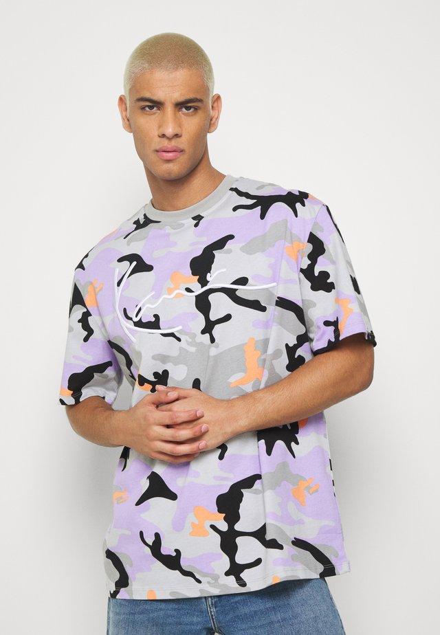 CAMO SIGNATURE TEE - T-shirt print - grey
