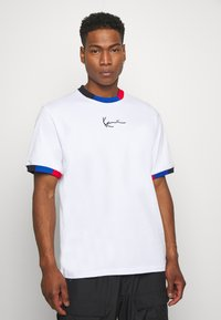 Karl Kani - SMALL SIGNATURE BLOCK TEE - T-shirt z nadrukiem - white - 0