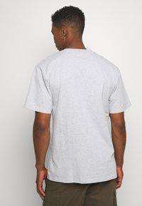 Karl Kani - SMALL SIGNATURE TEE  - T-shirt con stampa - ash grey - 2