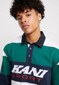 Karl Kani - SPORT RUGBY - Polo - green/white/navy - 3