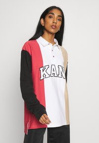 Karl Kani - UNISEX COLLEGE BLOCK RUGBY - Poloshirt - white/black/red/camel - 4