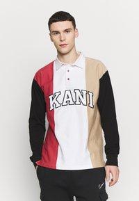 Karl Kani - UNISEX COLLEGE BLOCK RUGBY - Poloshirt - white/black/red/camel - 0