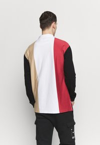 Karl Kani - UNISEX COLLEGE BLOCK RUGBY - Poloshirt - white/black/red/camel - 2