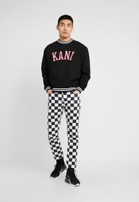 Karl Kani - COLLEGE CREW - Mikina - black/red/white - 1