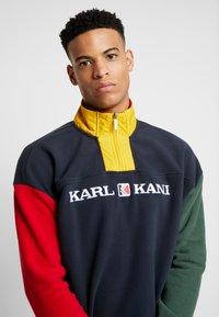 Karl Kani - RETRO BLOCK  - Fleece trui - navy/red/green/yellow - 3