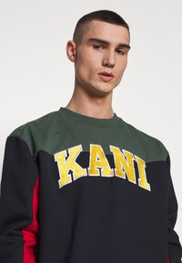 Karl Kani - COLLEGE BLOCK CREW - Mikina - navy/green/red/yellow/white - 3