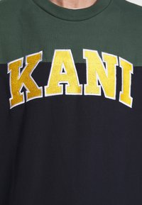 Karl Kani - COLLEGE BLOCK CREW - Mikina - navy/green/red/yellow/white - 5
