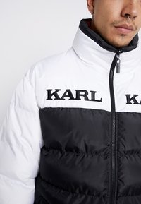 Karl Kani - RETRO REVERSIBLE PUFFER JACKET - Giacca invernale - black/white/red - 4
