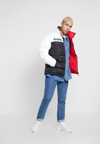 Karl Kani - RETRO REVERSIBLE PUFFER JACKET - Giacca invernale - black/white/red - 1