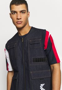 Karl Kani - DENIM UTILITY  - Bodywarmer - blue - 3