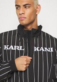 Karl Kani - RETRO PINSTRIPE TRACK JACKET - Giacca leggera - black - 4